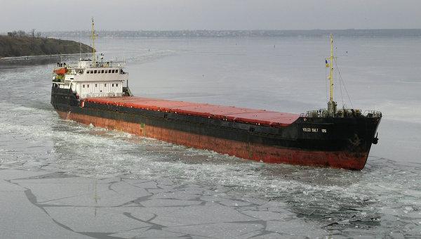 C ухогруз c 290 тоннами металлолома сел на мель в Ростовской области Причина...